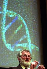 John Sulston, direttore del Sanger Centre dal 1992 al 2000, parla del Progetto Genoma Umano  (AP Images/Adam Butler)
