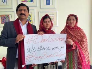 La campagna di solidarietà per le studentesse di Chibok è nata l'anno scorso e si diffusa sui social network sotto l'hastag #bringbackourgirls Credits: Profilo Twitter di Malala