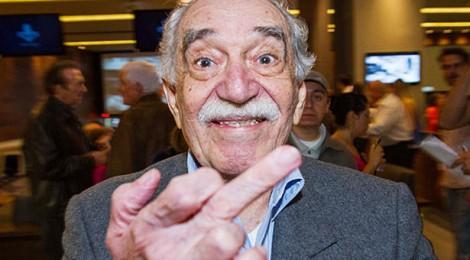 """Gabriel García Márquez """"paparazzato"""" nell'ottobre 2013, alla festa di inaugurazione di un bowling progettato dal suo amico architetto Daniel Feldman nell'esclusivo quartiere di Santa Fe. Credits:"""