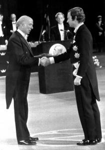 Renato Dulbecco alla consegna del Nobel nel 1975