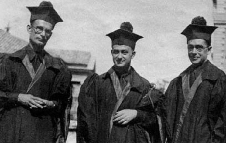 Franco Rasetti, Enrico Fermi ed Emilio Segrè in toga accademica per una laurea (1931)