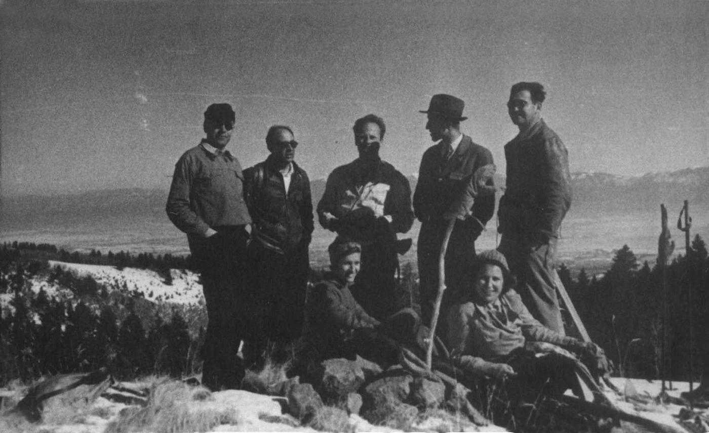 Una gita domenicale a Los Alamos. Da sinistra: Emilio Segrè, Enrico Fermi, Hans Bethe, Hans Straub, Victor Weisskopf. Sedute: Erika Straub ed Elfriede Segrè (moglie di Emilio)