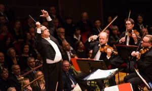 Riccardo Muti dirige la Royal Stockholm Philharmonic Orchestra al Nobel Prize Concert 2013. Credits: nobelprize.org