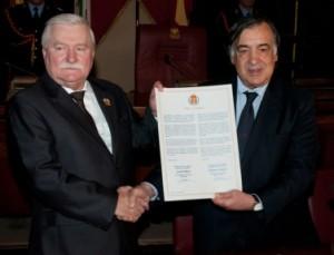 Il Sindaco Leoluca Orlando ha conferito la cittadinanza onoraria a Lech Walesa nella sala delle Lapidi del Palazzo Municipale di Piazza Pretoria
