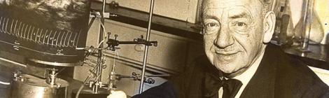 Ritratto in seppia di Otto Loewi con l'attrezzatura sperimentale